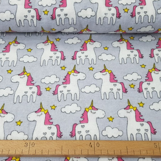 Flannel Unicorns Gray fabric - Children's cotton flannel fabric with drawings of unicorns on a gray background. The fabric is 160cm wide and its composition is 100% cotton.