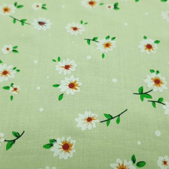 Tela Algodón Fino Margaritas Verde - Tela de algodón fino tipo sábana con dibujos de flores margaritas blancas sobre un fondo verde clarito. La tela mide 150cm de ancho y su composición 100% algodón.