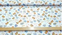 Tela Algodón Coches Conejitos - Tela infantil de algodón muy divertida, con dibujos de conejitos, coches de diferentes tipos, topos y señales sobre un fondo blanco. La tela mide 150cm de ancho y su composición 100% algodón.