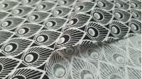 Tela Algodón Plumas Pavo - Tela de algodón con dibujos de plumas con círculos imitando a las plumas de un pavo real, en colores blanco y negro. La tela mide 150cm de ancho y su composición 100% algodón.