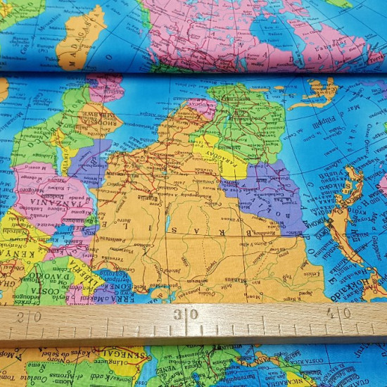 Tela Algodón Mapamundi Colores - Tela de algodón con un gran dibujo delmapamundi con los distintos países dediferentes colores. No es un mapamundi real actual, ya que hay continentes muy pegados unos conotros. La tela mide 150cm de ancho y su com