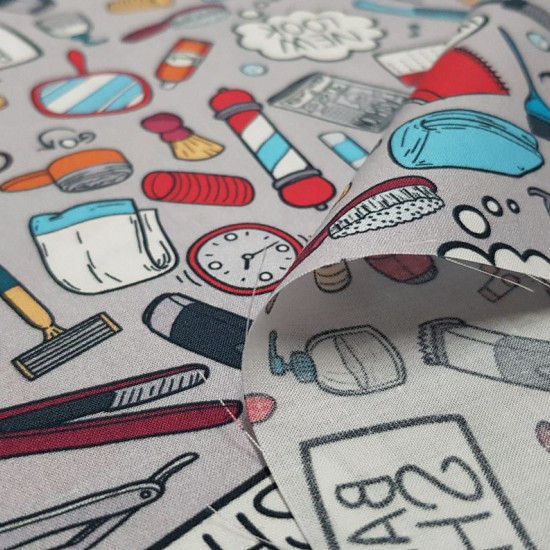 Cotton Hairdresser Barber Shop fabric - Digital print cotton fabric with barber and barber themed drawings. Objects such as combs, dryers, mirrors, tweezers, razors, barber poles ... appear on a gray background. The fabric is 140cm wide and its compositio