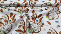 Cotton Dreamcatcher Flowers fabric - Cotton fabric with drawings of dreamcatchers with feathers and flowers on a light background. The fabric is 160cm wide and its composition is 100% cotton.