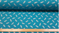 Cotton Feathers Silver Turquoise fabric - Cotton fabric with feather patterns in silver foil effect, on a turquoise background. The fabric is 150cm wide and its composition is 100% cotton.