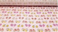 Tela Algodón Bicicletas - Tejido de algodóncon dibujos de bicicletas con varios colores sobre un fondo rosa. Esta tela es ideal para creaciones infantiles, ya que tiene tonos suaves y muy combinables. El ancho de la tela es de 160cm