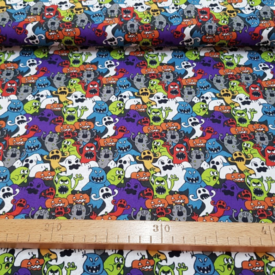 Cotton Halloween Ghosts and Pumpkins fabric - Halloween-themed cotton fabric with scary ghost drawings of many colors and shapes and terrifying Halloween pumpkins too. The fabric has a 100% cotton composition and is 140cm wide.