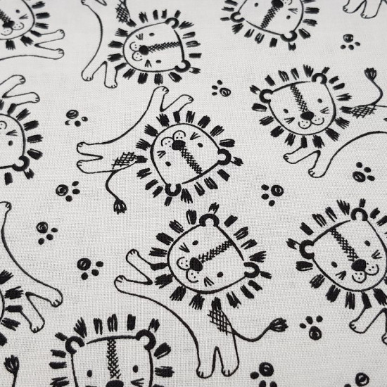Cotton Safari Central Lions fabric - Cotton fabric with drawings of lions on a white background. This fabric is part of the Safari Central collection by Fabric Palette The fabric is 110cm wide and its composition is 100% cotton.