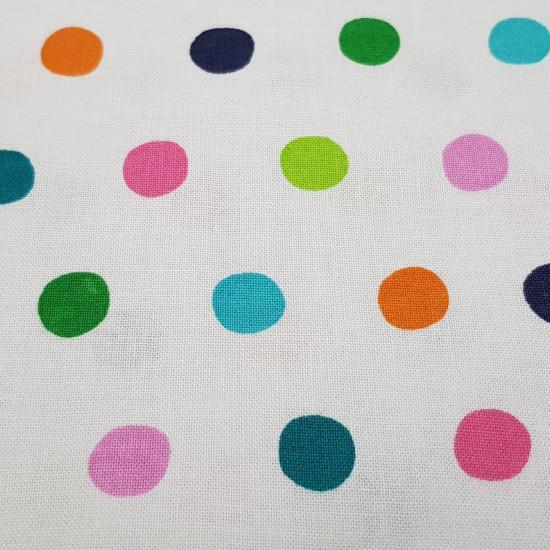 Tela Algodón Topos Multicolor - Tela de algodón ancho americano con dibujos de topos de colores sobre un fondo blanco. Esta tela forma parte de la colección Hide &Seek de Fabric Palette. La tela mide 110cm de ancho y su composición 100% algodó