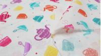 Tela Algodón Fiesta del Té - Tela de algodón con dibujos de teteras, tazas de té y azucarerasde colores sobre un fondo blanco con topitos de colores. La tela mide 110cm de ancho y su composición 100% algodón.