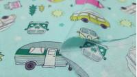 Tela Algodón Camping Verano - Tela de algodón ancho americanocon dibujos de autocaravanas, remolques, tiendas de acampada, furgonetas…sobre un fondo verde menta. Tela del fabricante Fabric Palette. La tela mide 110cm de ancho y su composici