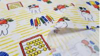 Tela Algodón Miffy Aprendiendo - Tela de algodón licencia con dibujos del personaje Miffy pintando con lápices y aprendiendo las formas geométricas. Esta tela forma parte de la colección Miffy At School de Craft Cotton Company. La tela mide 110c