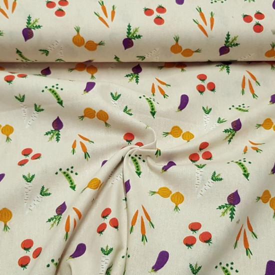 Tela Algodón Verduras - Tela de algodón ancho americano con dibujos de verduras como tomates, zanahorias, cebollas…sobre un fondo claro. Esta tela forma parte de la colección Vegetable Patch de The Craft Cotton Company, diseñado por Victor