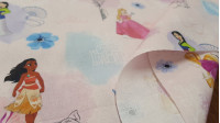 Cotton Disney Princesses Pink fabric - Disney cotton fabric with the princesses and heroines of several Disney movies such as Mulán, Vaiana, Cinderella, Little Mermaid ... on a background decorated with flowers and pink, lilac and blue tones.