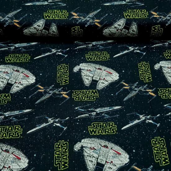 Tela Algodón Star Wars Naves Halcón Milenario - Tela de popelín algodón de licencia Disney Star Wars con dibujos de variasnaves espaciales, caza estelar y el gran Halcón Milenario sobre un fondo negro de estrellas donde aparecen también logotipos de Star