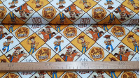 Tela Algodón Toy Story Woody - Tela de algodón licencia Disney con el personaje Woody, el vaquero de la película Toy Story, que aparece en varios paneles sobre su caballo Perdigón. La tela mide 110cm de ancho y su composición 100% algodón.
