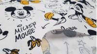 Tela Algodón Disney Mickey Plátanos - Tela de algodón licencia Disney con dibujos donde aparece Mickey que se ha resbaladocon la piel de los plátanos. La tela mide 150cm de ancho y su composición 100% algodón.