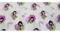 Disney Cotton Mulan Pink fabric - Disney licensed cotton fabric with drawings of the character Mulan with floral ornaments in pink tones on a white background. The fabric is 110cm wide and its composition is 100% cotton.