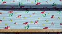 Tela Algodón Disney la Sirenita Rayas - Tela de algodón licencia Disney con dibujos de Ariel, la sirenita, junto a los personajes Sebastián el cangrejo y Flounderel pez, sobre un fondo de rayas azules. La tela mide 150cm de ancho y su c