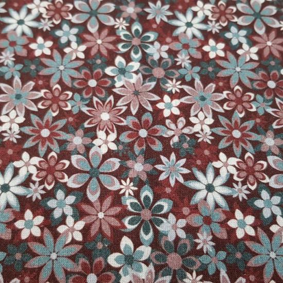 Tela Algodón Flores Variadas Country - Tela de algodón con dibujos de flores de varios tamaños y colores, predominando los tonos granate y gris. Tela preciosa, idealpara creacionesde patchwork. La tela mide 150cm de ancho y su composición 100% algodón.