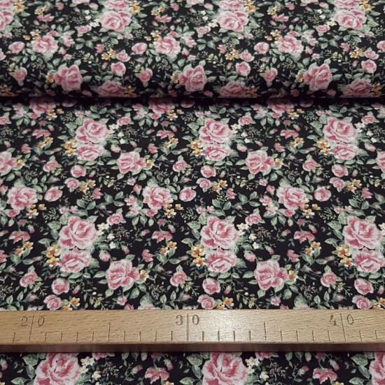 Polycotton Peasant Flowers Black fabric - Polycottonfabric with typical peasant floral pattern on a black background. The fabric is 150cm wide and its composition is 67% polyester - 33% cotton.