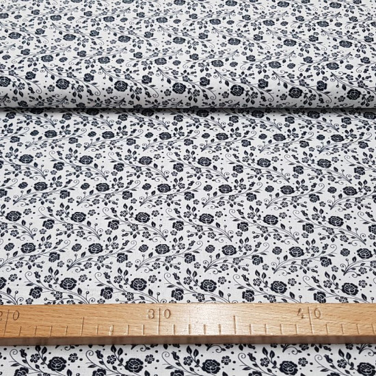 Cotton Flowers Roses White Black fabric - Cotton fabric ideal for Patchwork with drawings of flowers and bouquets of black roses on a white background. The fabric is 150cm wide and its composition is 100% cotton.