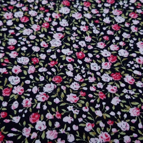 Tela Algodón Rosas Fondo Negro - Tela de algodón con dibujos de rosas pequeñas decolorrosa y fucsia sobre un fondo negro. La tela mide 150cm de ancho y su composición 100% algodón.