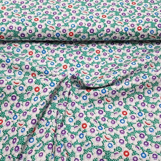 Tela Algodón Formas Florales Verde Topos - Tela de algodón con dibujos de formas florales y estrellas donde predomina el blanco de las flores y el fondo de topitos verde. La tela mide 140cm de ancho y su composición 100% algodón.