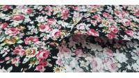 Tela Algodón Rosas Grandes Negro - Tela de algodón con dibujos de rosas sobre un fondo de color negro. La tela mide 150cm de ancho y su composición 100% algodón.