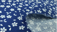 Cotton Flowers Yin fabric - Cotton fabric with drawings of small white flowers in contrast to two backgrounds to choose from. The fabric is 140cm wide and its composition is 100% cotton.