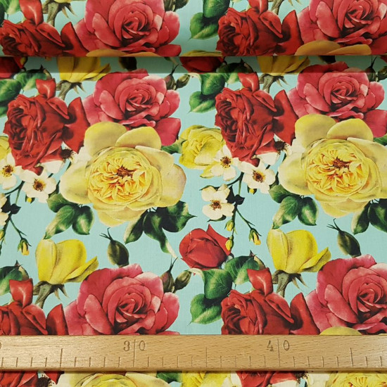 Cotton Rose Garden fabric - Cotton fabric with drawings of roses in yellow and red tones on a light background. The fabric is 140cm wide and its composition is 100% cotton.