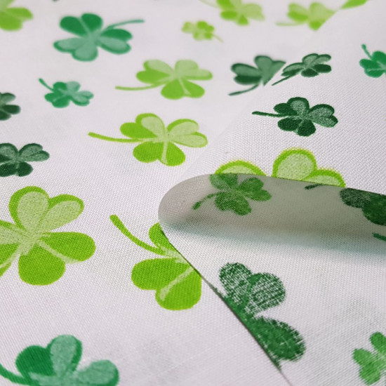 Cotton Green Clover fabric - Poplin cotton fabric with green four-leaf clover patterns on a white background. The fabric is 160cm wide and its composition is 100% cotton.