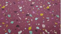 Tela Algodón Confetti Colores Granate - Tela de popelín algodón orgánico con dibujos de confeti de colores y varias formas sobre un fondo color como granate/grana La tela mide 150cm de ancho y su composición 100% algodón.