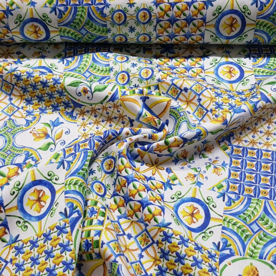 Cotton Floral Tiles fabric - Satin cotton fabric with tile patterns with floral motifs where yellow, green and blue colors predominate. The fabric is 140cm wide and its composition is 100% cotton.