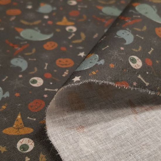 Cotton Halloween Ghosts Hats fabric - Cotton fabricdigital printing with Halloween-themed drawings where there are ghosts with party hats, witch hats, pumpkins, bats... on a dark background. The fabric is 140cm wide and its composition is 100% cott