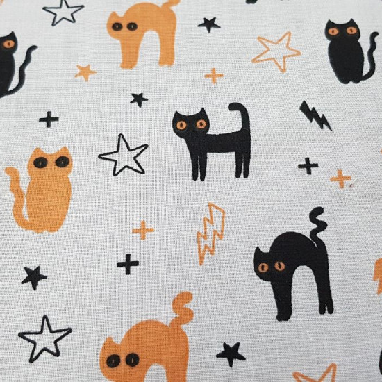 Polycotton Halloween Cats White fabric - Thin polyester and cotton fabric with Halloween drawings with black and orange cats on a white background with rays and stars. The fabric is 110cm wide and its composition is 80% polyester - 20% cotton.