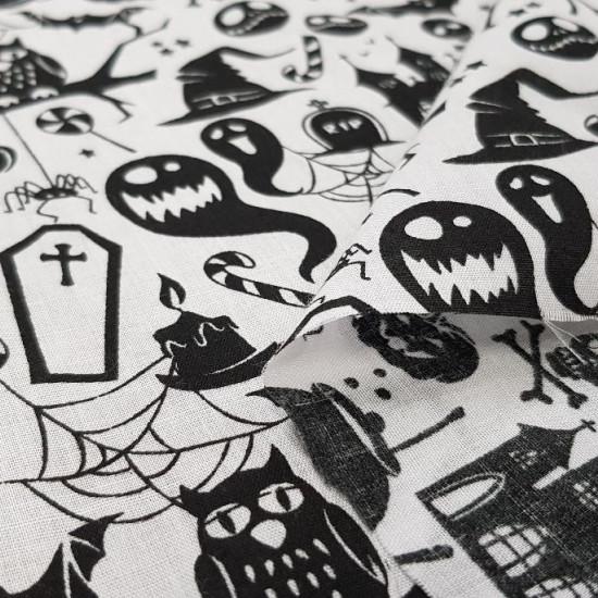 Tela Polycotton Halloween Blanco - Tela fina de poliester y algodón con dibujos de halloween donde aparecenfantasmas, sombreros de bruja, búhos,esqueletos, calderos, tumbas... sobre un fondo blanco. La tela mide 110cm de ancho y su composición 80% p