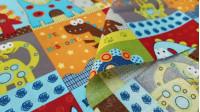 Tela Algodón Dinosaurios Paneles - Tela de algodón infantil con dibujos de dinosaurios de colores divertidos en paneles cuadrados y con formas geométricas. La tela mide 150cm de ancho y su composición 100% algodón