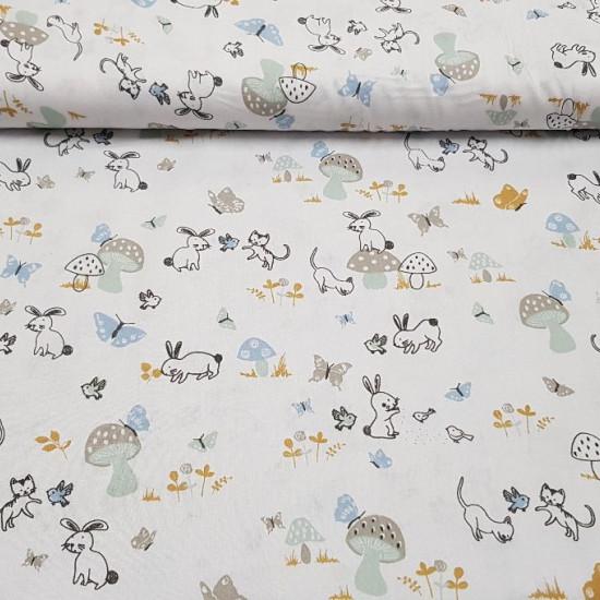 Tela Algodón Animales Setas Mariposas - Tela de algodón infantil con dibujos de conejitos, gatitos y pajaritos jugando sobre un fondo blanco con setas y mariposas alrededor. La tela mide 150cm de ancho y su composición 100% algodón.