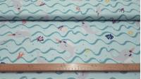 Tela Algodón Ballena Narval Verde Mar - Tela de popelín algodón de temática infantil con dibujos de ballenas narval con cuerno de colores sobre un fondo verde mar simulando las olas ycorales de varios tipos y colores. La ballena unicornio. La tela mide 1