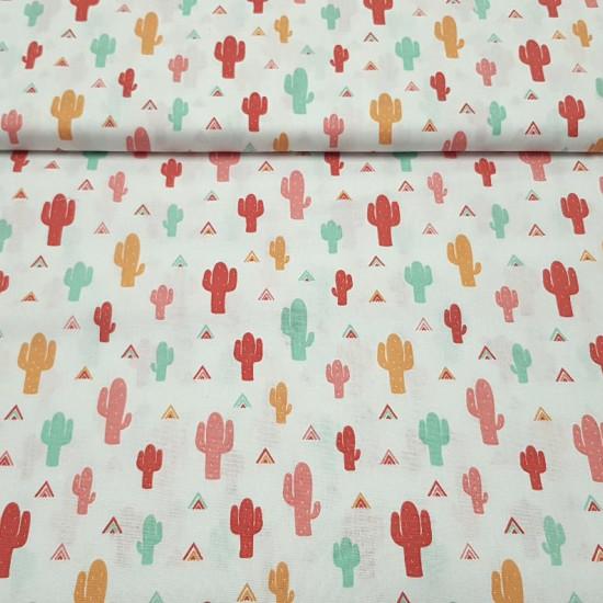 Tela Algodón Cactus Colores Tipis - Tela de popelín algodón infantil con dibujos de cactus de colores verde menta, rojo teja, rosa y mostaza sobre un fondo blanco con tiendas tipi de colores combinados. La tela mide 150cm de ancho y su composición 100%
