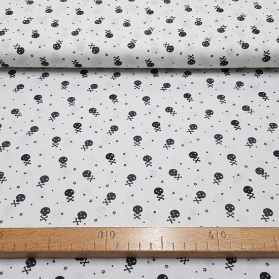 Cotton Skulls Little Stars Black fabric - Cotton poplin fabric with drawings of small skulls and stars in black and dark gray colors. The fabric is 150cm wide and its composition is 100% cotton.