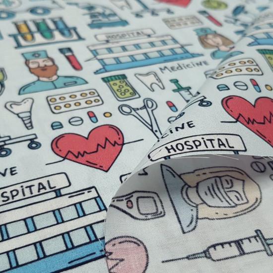 Tela Algodón Medicina Dibujos - Tela de popelín algodón impresión digital con dibujos temáticos de medicina, en la que aparecen diferentes instrumentos médicos, dibujos de enfermeros y doctoras, ambulancias, hospitales, probetas…sobre un fondo azul cl