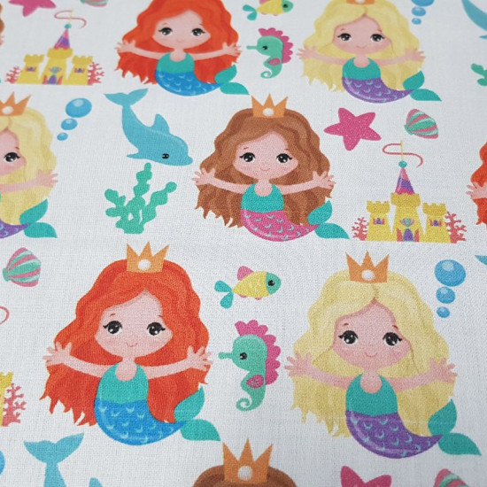 Cotton Little Mermaids fabric - Children's satin cotton fabric with drawings of little mermaids and elements of the seabed such as starfish, dolphins ... on a white background. The fabric is 140cm wide and its composition is 100% cotton.
