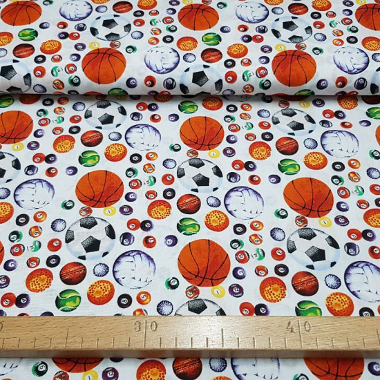 Tela Algodón Pelotas Deporte - Tela de algodón con dibujos de pelotas de varios tipo de deporte, pelotas de fútbol, baloncesto, voleibol, ténis, billar…sobre un fondo blanco. La tela mide 150cm de ancho y su composición 100% algodón.