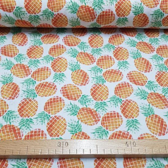 Tela Algodón Piñas W - Tela de algodón con dibujos de piñas sobre un fondo blanco. La tela mide 140cm de ancho y su composición 100% algodón.