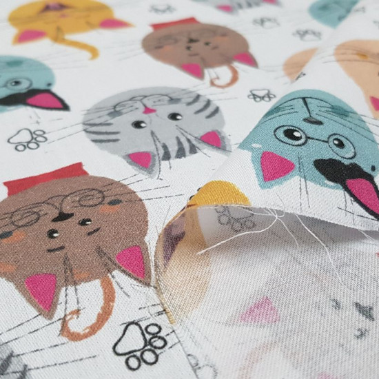 Cotton Faces Cats Footprints fabric - Satin cotton fabric with drawings of funny cat faces and footprints on a white background. The fabric is 140cm wide and its composition is 100% cotton.