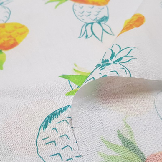 Cotton Pineapples Strokes fabric - Cotton fabric with drawings of large pineapples and pineapple lines on a white background. The fabric is 150cm wide and its composition is 100% cotton.