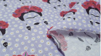 Cotton Frida Daisies fabric - Cottonfabric in digital printing with drawings of Frida Kahlo silhouettes on a lilac background full of daisies. The fabric is 140cm wide and its composition is 100% cotton.
