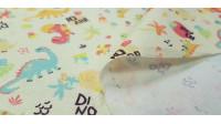 Tela Algodón Dinosaurios Amarillo - Tela de algodón con dibujos de dinosaurios de colores sobre un fondo amarillo claro con palmeras, volcanes, vegetación... La tela mide 150cm de ancho y su composición 100% algodón.