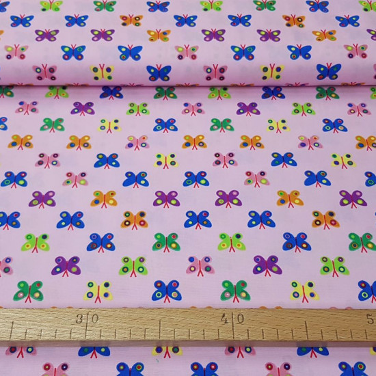 Cotton Butterflies Pink fabric - Cotton fabric with drawings of colored butterflies on a pink background. An explosion of colors! The fabric is 150cm wide and its composition is 100% cotton.